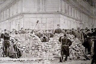 Commune de Paris - une barricade boulevard Voltaire.