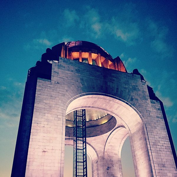 File:Contrapicado del Monumento a la Revolución.jpg