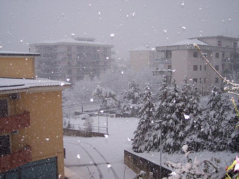 File:Cosenza sotto la neve.jpg