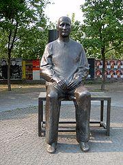Statue of Brecht outside the Berliner Ensemble's theatre in Berlin