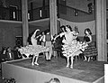 Dansen van Amalia Roman in het gebouw van Onderwijs Kunst en Wetenschappen te De, Bestanddeelnr 911-7751.jpg