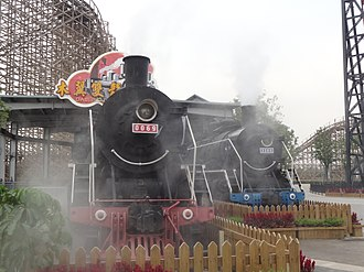 Dauling Dragon - The two steam locomotives that mark the entrance to the ride