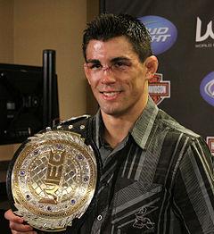 Campeones UFC 240px-Dominick-cruz