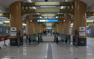 Dongsi station - Image: Dongsi Station (Line 6) Hall 20131109