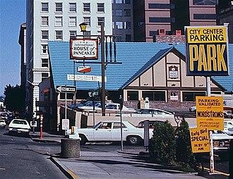 IHOP - Image: Downtown Portland Ore International House of Pancakes in 1983