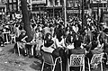 Drukte op terras van Leidseplein in Amsterdam in verband mooie weer, Bestanddeelnr 932-0855.jpg