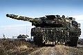 Duitse Leopard-gevechtstank en een Nederlands CV90 tijdens een gevechtsoefening ter voorbereiding op de flitsmacht.jpg