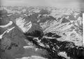 ETH-BIB-Landschaft von Arosa, Welschtobel, Schanfigg, Piz Beverin v. O. aus 4000 m-Inlandflüge-LBS MH01-001530.tif