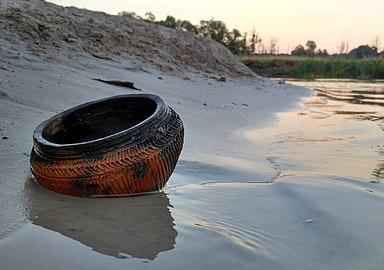 Early bronze age ceramic pot.jpg