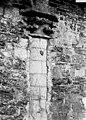 Eglise - Colonne et chapiteau encastrés dans le mur - Groffliers - Médiathèque de l'architecture et du patrimoine - APMH00029519.jpg