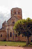 L'église romane de Semur en Brionnais.