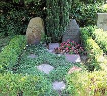 Ehrengrab Thuner Platz 2-4 (Lichtf) Gustav und Anna Lilienthal.jpg