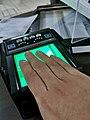 Escáner de huellas digitales en el Instituto Nacional Electoral.jpg