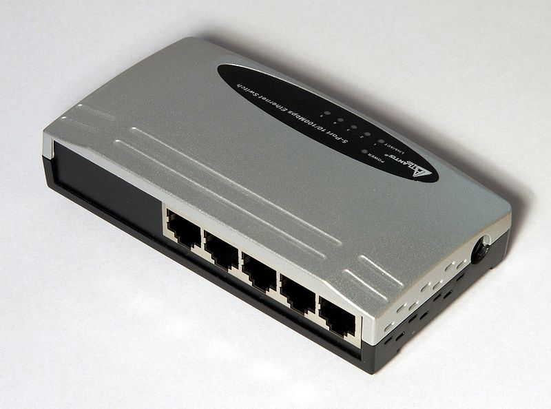 Файл:Ethernet switch Atlantis A02-F5P 5 ports backend.jpg