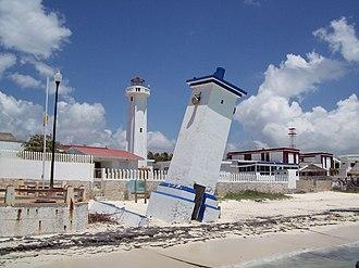 Puerto Morelos - Image: Faro inclinado Pto.Morelos