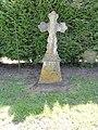 Floyon (Nord, Fr) croix de pierre, place de la Mairie.jpg