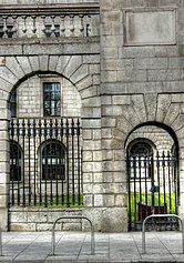 Four Courts (8197497997).jpg