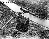 Frankfurt Am Main-Altstadt-Zerstoerung-Luftbild 1944.jpg