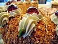 Frankfurter Kranz, Gefüllt mit Buttercreme und Sauerkirschmarmelade.jpg