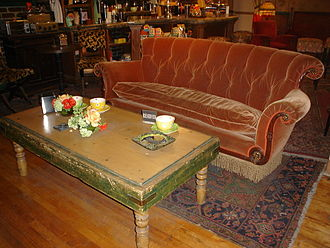 Friends - Central Perk couch as displayed on the Warner Bros. Studios Tour