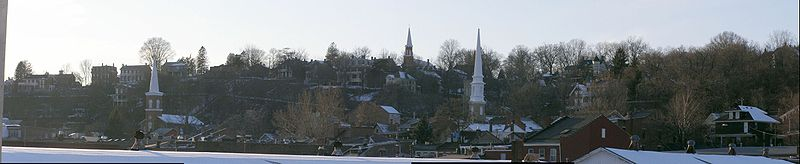 Galena Illinois Hill from the Levee (lighter n cropped).jpg