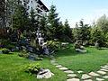 """Garten des Hotels """"Helen"""" bei Bacău.JPG"""