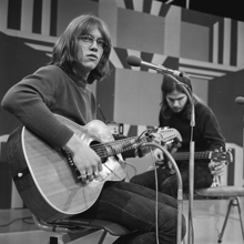 Gerry Beckley (America) - TopPop 1972 1.png