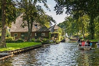 Giethoorn - Image: Giethoorn Netherlands Channels and houses of Giethoorn 06
