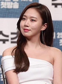 "Go Sung-hee at ""Suits"" conference, 23 April 2018 01.jpg"