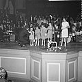 Gouden plaat voor Belgische zanger Adamo, uitgereikt in Concertgebouw, Adamo met, Bestanddeelnr 916-4397.jpg