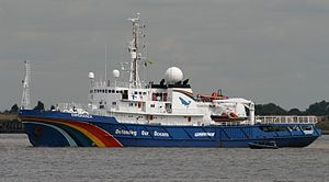 "The Greenpeace ship ""Esperanza"" in t..."