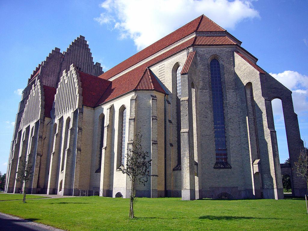 Eglise Grundtvig à Copenhague vue de derrière.