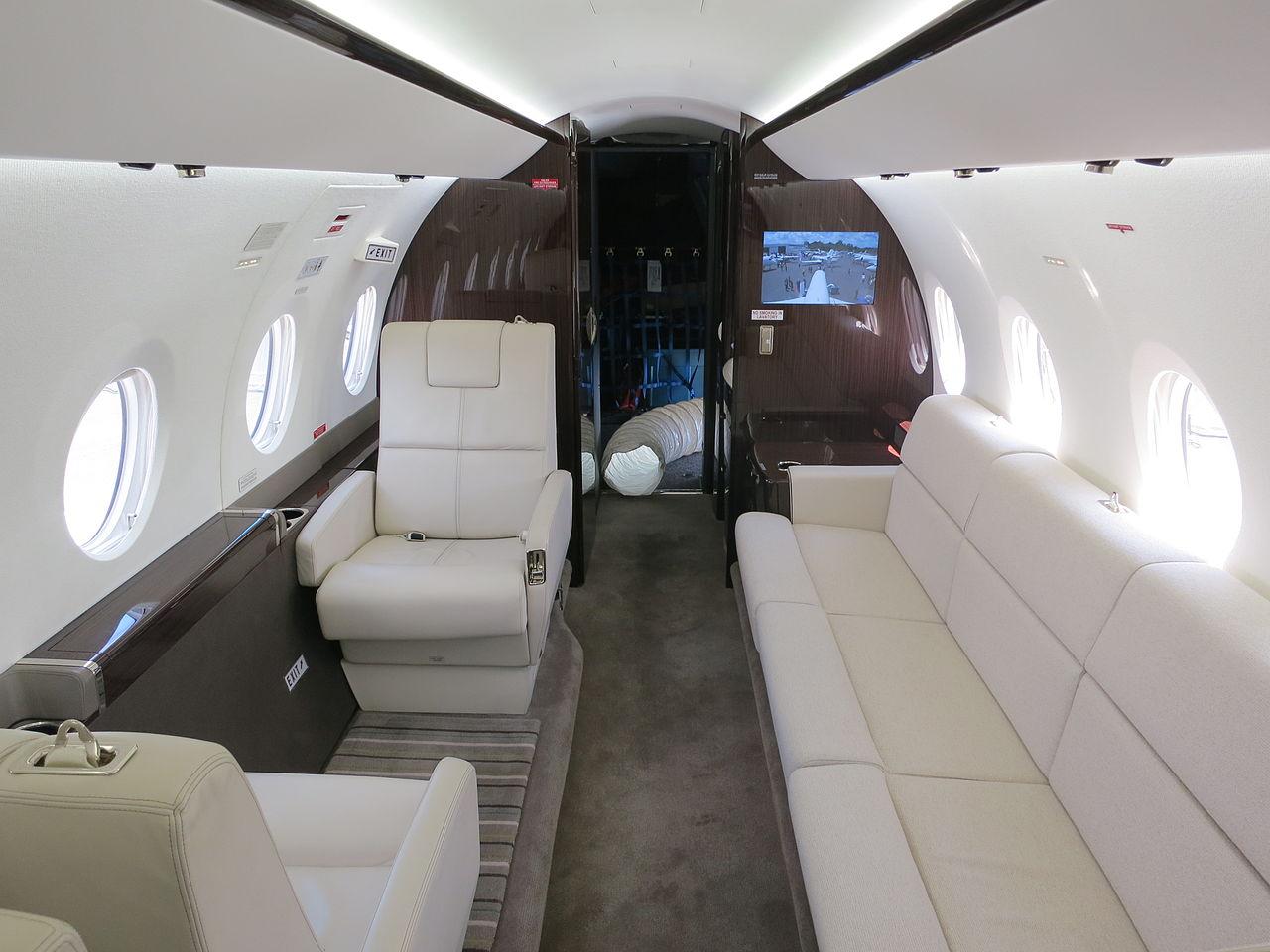 File Gulfstream G280 Cabin Interior With Divan Jpg Wikimedia Commons