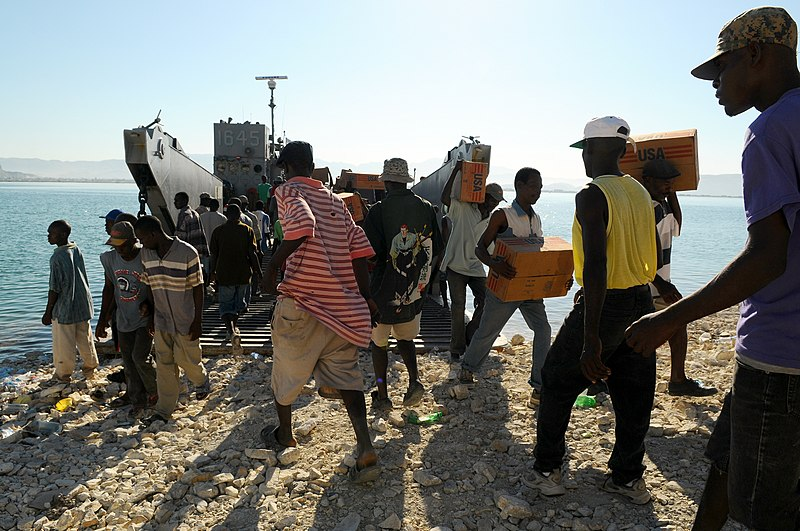 File:Haitian citizens unload relief supplies DVIDS119100.jpg