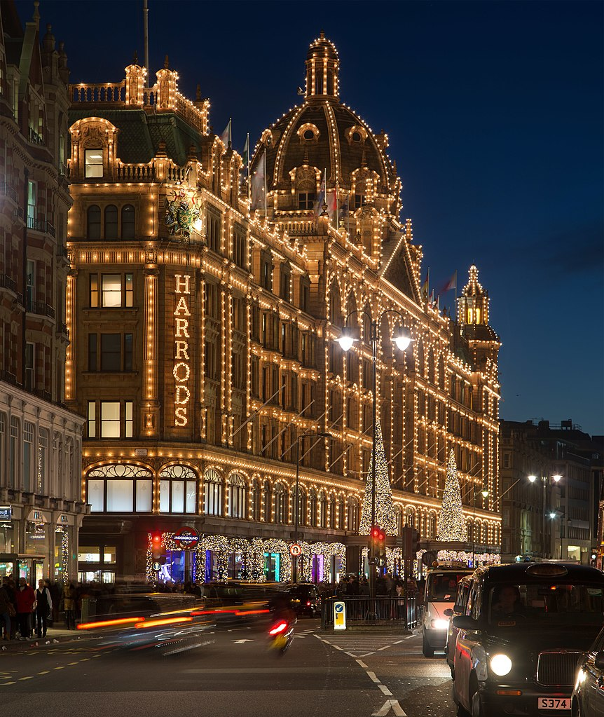File:Harrods At Night, London