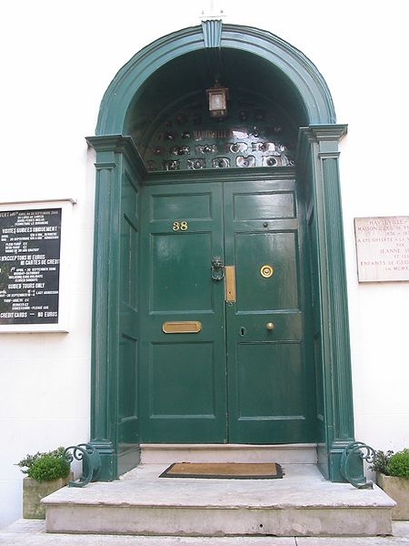 File:Hauteville House door Victor Hugo in Guernsey.jpg