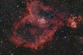 IC 1805 (de Hartnevel) met NGC 896 rechts