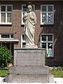 Heeswijk (Bernheze) H.Hartbeeld bij pastorie Willibrorduskerk.JPG
