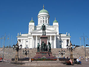 Helsinki Cathedral - Image: Helsinki Lutheran Chathedral and the statue