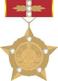 ドイツ民主共和国英雄金星章のイラスト ドイツ民主共和国英雄(Held ... ドイツ民主共和国英