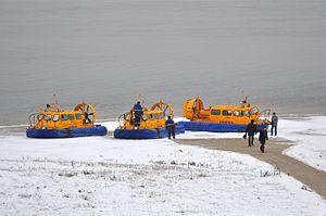 Hivus-10 hovercraft working at Nizhniy Novgorod-Bor crossing winter-2.jpg