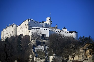 Hohensalzburg 1-2-2014 e Reißzug Stift Nonnberg.jpg