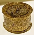 Horloge astrolabique circulaire.jpg