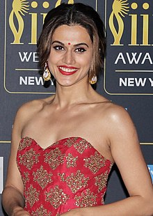 IIFA 2017 Rocks Green Carpet (37853647916) (cropped).jpg
