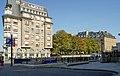 Immeuble situé à l'entrée de la Place Dauphine à Paris.jpg