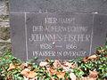 Inschrift des Gedenkkreuzes an der Katholischen Kirche Sankt Walburga in Overath.JPG