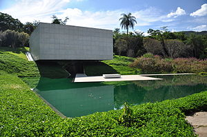 Beeldenpark van het centro de arte contempor nea inhotim for Foto contemporanea de jardin