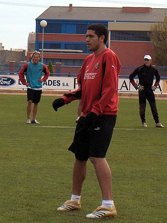 Juan Román Riquelme - Riquelme, with Diego Forlán and Sebastián Viera, during a training session with Villarreal in 2005.