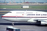 Japan Air Lines Boeing 747-346 (JA8186-24018-694) (36124227041).jpg