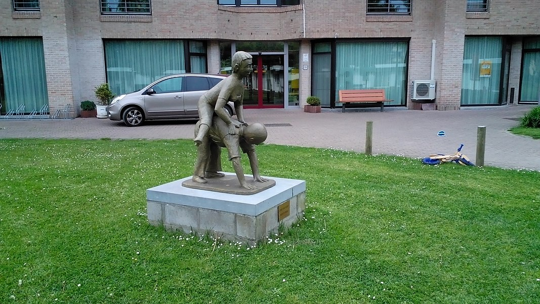 Jong van Geest door Ad Wouters in Ruelenspark Heverlee, schenking aan OCMW Leuven